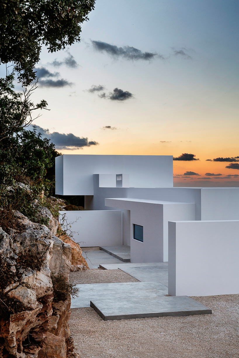 olivier-dwek-architectures-house-t-cephalonia-greece-island-07-818x546